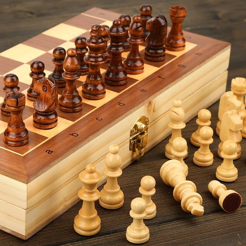 Book Style Magnetic Wooden Chess Set (12)