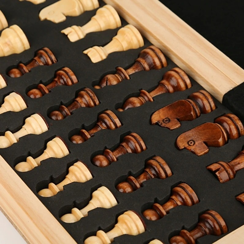Book Style Magnetic Wooden Chess Set (6)